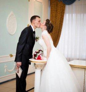 Продаю шикарное свадебное платье с шубой