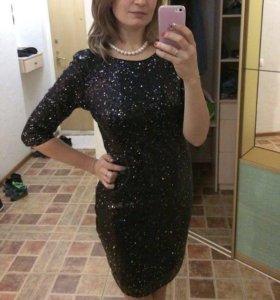 Платье в пайетках новое