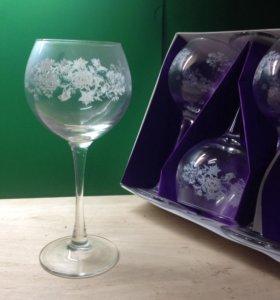 Набор бокалов под вино