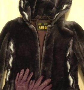 Меховое пальто, перчатки в подарок