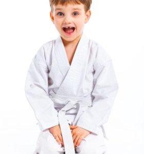 Занятия каратэ для мальчиков и девочек с 6 лет)