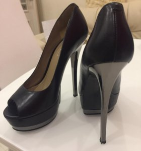 Туфли чёрные на высоком каблуке