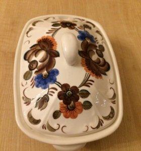 Керамическая ваза с крышкой