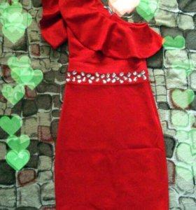 Продам платье ярко красное
