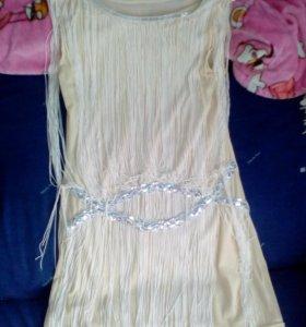 Сарафан,платье и фудболка.
