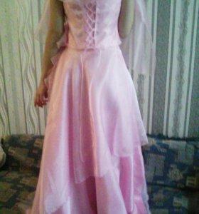 Платье торг уместен.