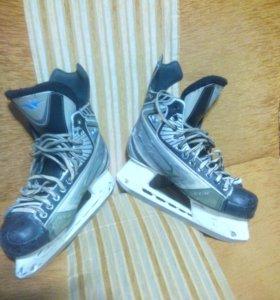 Хоккейные коньки CCM 04