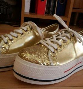 Новые золотые кроссовки