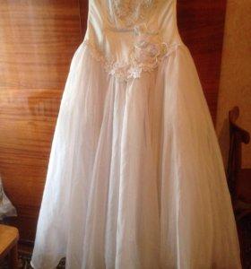 Платье свадебное , выпускное.