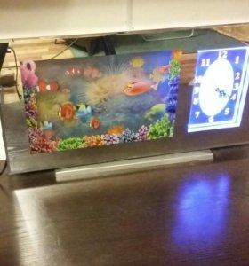 часы зеркальные с подсветкой и плавающеми рыбками