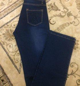 Новые джинсы с биркой