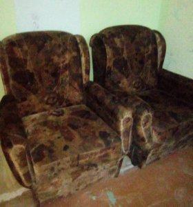 Мягкая мебель (2 кресла и диван)