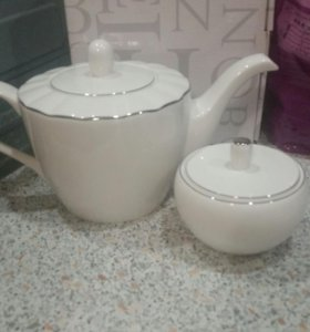 Набор чайник и сахарница