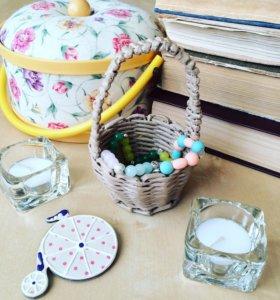 Плетеная корзинка для украшений