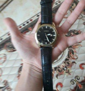 Часы с кожеными ремешками