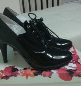 Туфли женские , новые, с дополнительными набойками