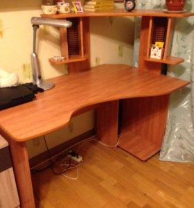 Компьютерный письменный угловой стол