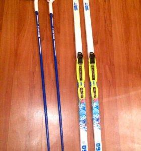 Лыжи с креплением ,палки и лыжные ботинки.
