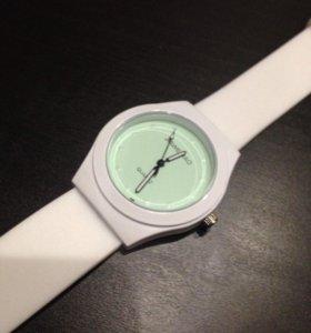 Часы ( новые)