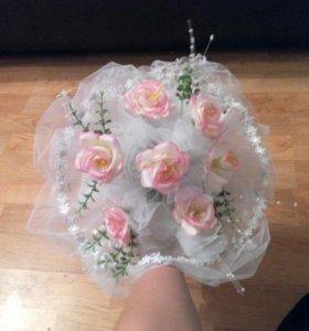 Продам свадебное платье свадебный букет в подарок