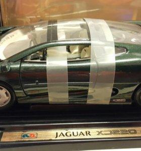 Колекционая модель машины 1:18