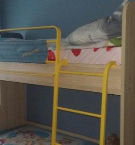 Детская двуспальная кровать с матрацами