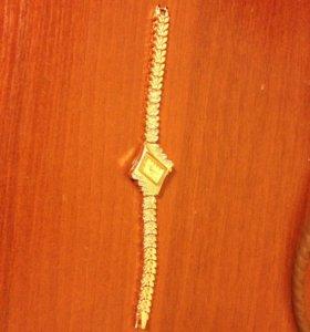 Часы женские (цвет: золото)