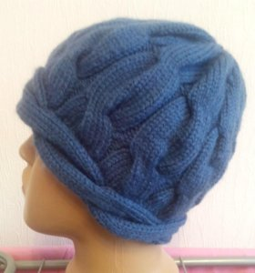 Синяя шапка с косами