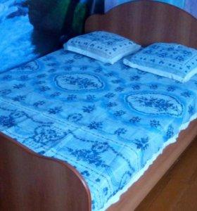 Продам двухспальную кровать с матрасом