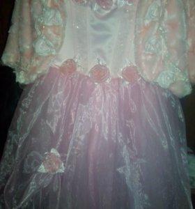 Платье  с  меховой накидкой