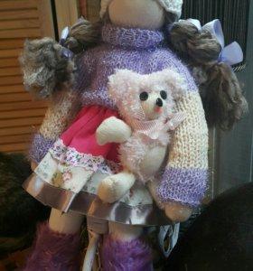 Куколка с игрушкой))