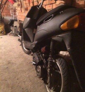 Suzuki lets 2 new R12