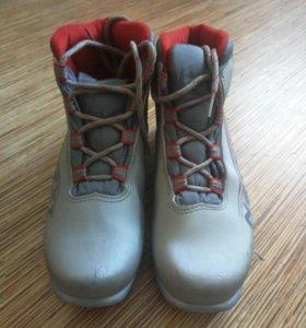 Продам ботинки для беговых лыж