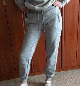 Спортивные брюки Reebok.