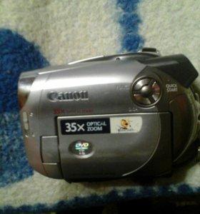 Продам видео и фото камеру.