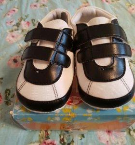 кроссовки пинетки новые
