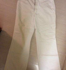 Белоснежные новые джинсы