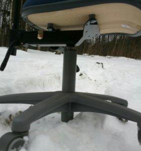 Отличный финский офисный стул isku