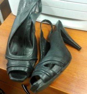 Отдам новую обувь.кожа38—39