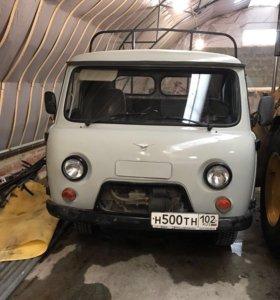 Автомобиль УАЗ 3303