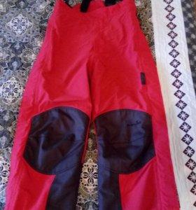 Штаны для лыжников и сноубористов.