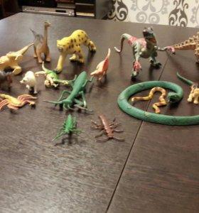 Коллекция динозавров , животных и насекомых