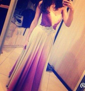 Шикарное платье интересной и нежной расцветки!