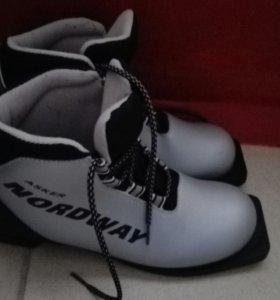 Лыжные ботинки 41 размер.