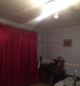 Продается комната в четырёх комнатной квартире.