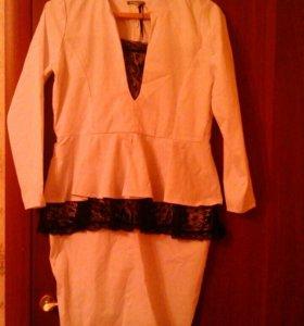Платье с баской новое