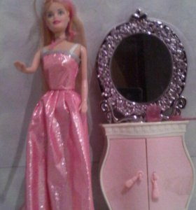 Кукла Барби с зеркалом