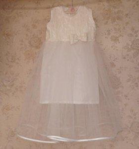 Платье праздничное, новое. На 5-6 лет