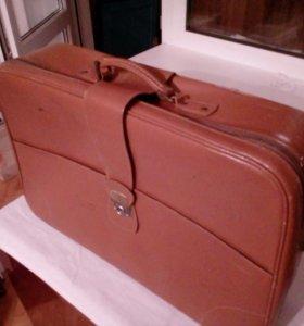 Ретро кожаный чемодан
