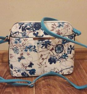 Белая сумка с голубым принтом